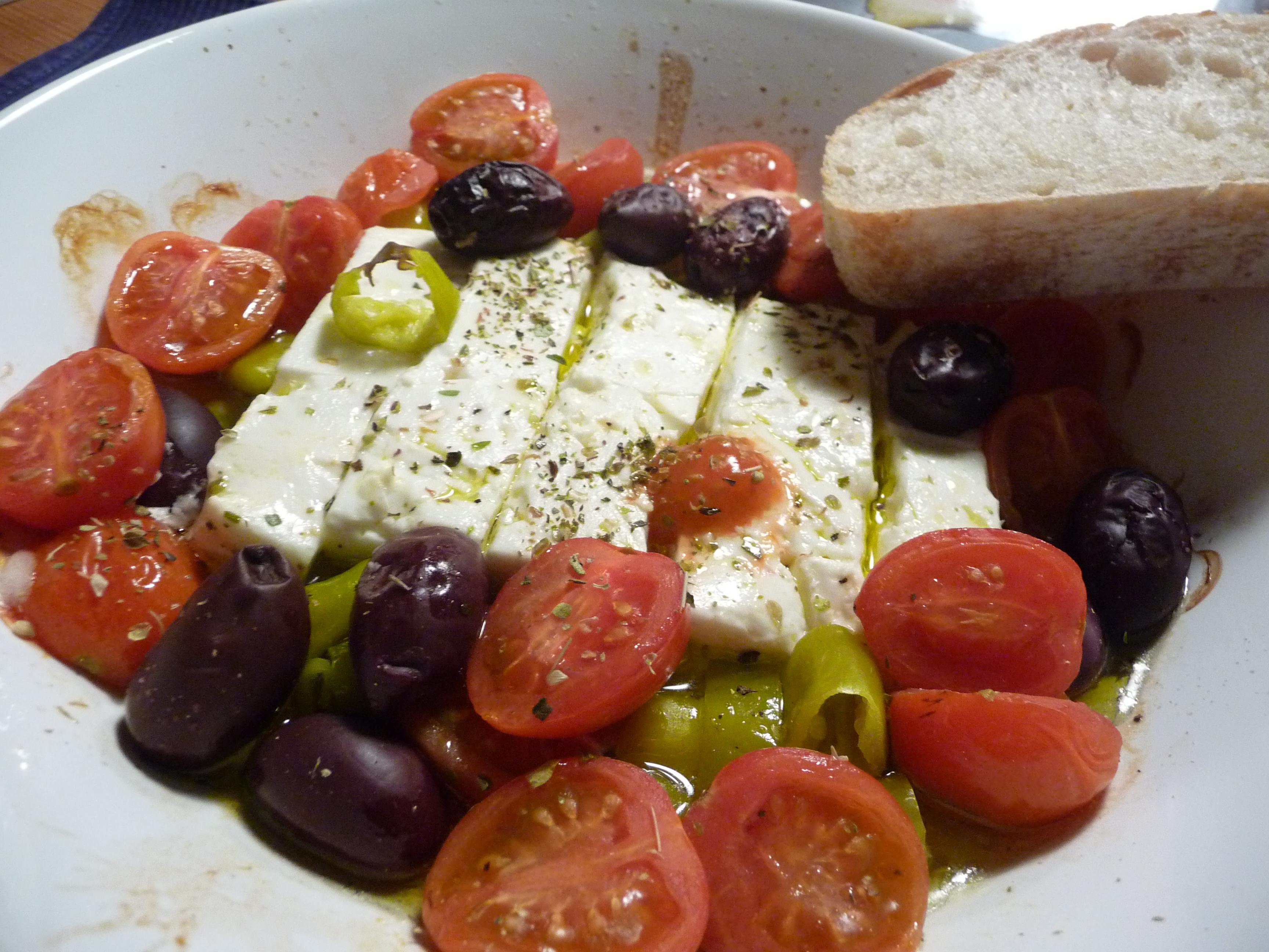 saganaki gebratener feta mit oliven peperoni und tomaten german abendbrot. Black Bedroom Furniture Sets. Home Design Ideas