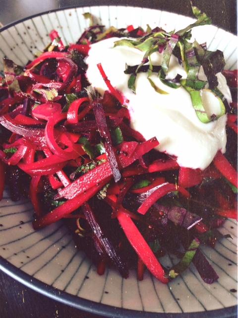 Salat indisch Rote Bete Möhren Joghurt German Abendbrot