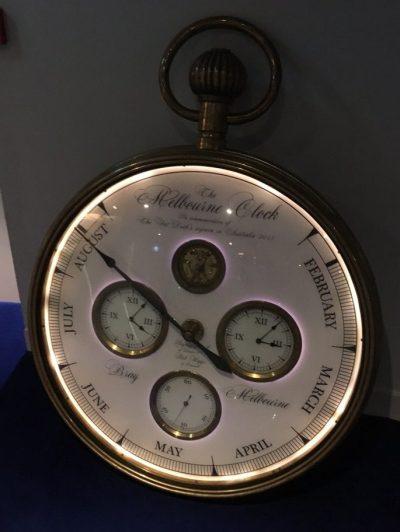 """Die """"Melbourne Clock"""" zeigt an, wie lange das Restaurant zu Gast am anderen Ende der Welt war."""